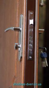 Двери Медиум от компании ДверьПром с замком