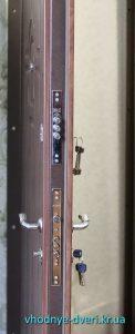 Фото дверей Премиум с двумя замками Kale